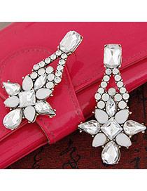 Trendy White Geometric Gemstone Decorated Flower Shape Design