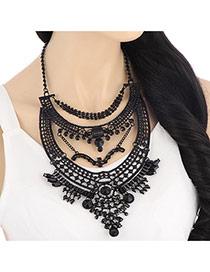 Fashoin Black Geometric Shape Decorated Short Chain Design